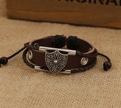 Кожаный мужской браслет с щитом - фото 9516
