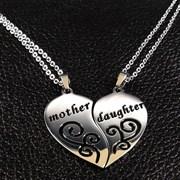 Парные кулоны для мамы и дочки в виде сердца
